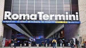 Ingången till tågstationen Roma Termini i Rom.