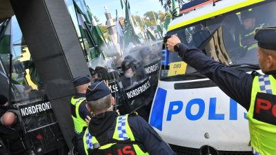 Oroligt mellan polis och demonstranter