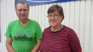 Hemming och Lahja Kavon säljer fiskeredskap för sista gången i Fiskeriboden i Pargas.