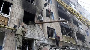 Skador på ett bostadshus i Donetsk.