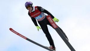 Ville Larinto tog sina första poäng i vinterns världscup.