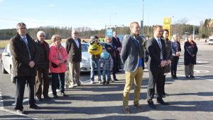 Sjundeås kommundirektör Juha-Pekka Isotupa på invigningen av ABC Pickala i Sjundeå.