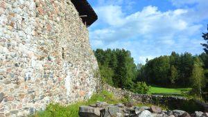 Muren till Raseborgs slottsruiner.