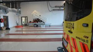 Ambulans i Karis nya brandstation på Bangatan.