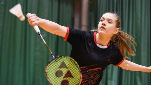 Airi Mikkelä är duktig på badminton.
