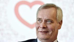 SDP:s ordförande Antti Rinne på en presskonferens den 9 mars om kommunalvalet