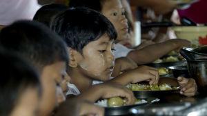 De allra flesta som har flytt undan våldet i nordvästra Burma är barn, kvinnor och åldringar