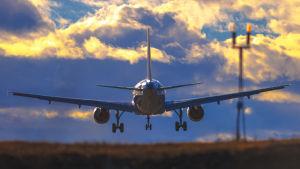 Finnairplan landar på Stockholm Arlanda flygplats