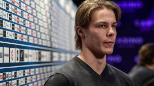 Miro Heiskanen spelar ishockey för Finlands herrlandslag.
