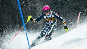 Jens Henttinen i slalompisten i Kranjska Gora 2015.