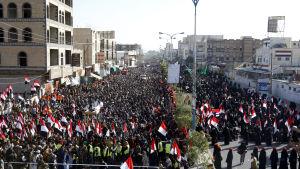 Huthisupportrar firar ex-presidenten Ali Abdullah Salehs död i Sana'a i Jemen.