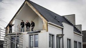 En vägg har blåsit i väg i De Meern i Nederländerna.