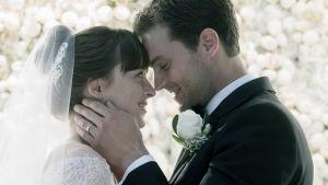 Dakota Johnson och Jamie Dornan i filmen Fifty Shades Freed