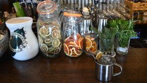 Kliffamule i plåtmugg är husets drink.