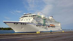 M/S Birka Stockholm i hamnen i Vasa.