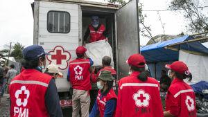 Röda kors personal på Lombok.