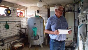 Vattenverkets direktör Tom Törnroos i pumpstationen i Ekerö, Horsbäck.