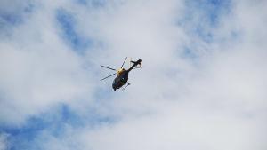 Flygande helikopter.