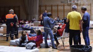 Evakuerade får härbärge på ett sportcentrum efter skyfall på Mallorca