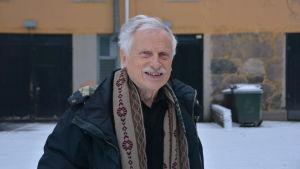Porträttbild på Lasse Karlsson.