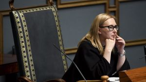 Maria Lohela i talmansstolen.