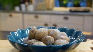 En portion saltkokta potatisar-patatas arugadas