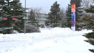 skylt och snö