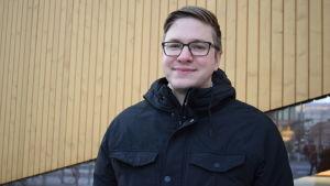 Pontus Edvinsson utanför Ode i Helsingfors.