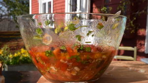 En skål med sauce vierge