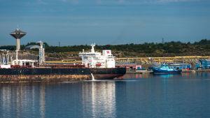 Oljehamnen Stureterminalen ligger i kommunen Hordaland norr om Bergen