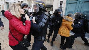 Demonstranter drabbar samman med polis i Montpellier 9.11.2019