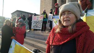 Gunilla Bäcks barnbarn är 8 och 12 år gamla. Den äldre har varit med och demonstrerat.