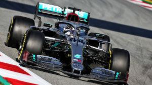 Så här såg bilen, som Lewis Hamilton testkörde i slutet av februari, ut.