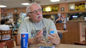 Ex-polisen Joseph Stine sitter på Joe Bidens favoritbar i Wilmington, Delaware.