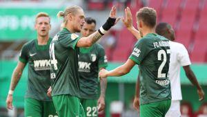 Fredrik Jensen firar mål för Augsburg