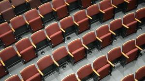 Teatersalong där varannan sits är bortplockad på grund av coronaepidemin.