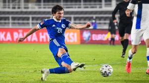 Miroslav Stevanovic kvitterar till 2–2.