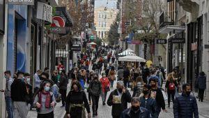 Människor som promenerar i Aten