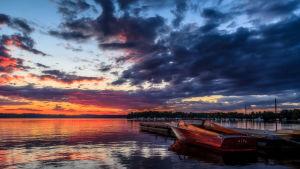 Lojo sjö i solnedgång.