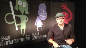 Festivaalipuhetta: Marko Mäkilaakso puhuu Teeman elokuvafestivaalilla.