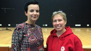 Senada Arnautovic och Nina Stubb vid Röda Korset.
