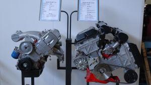 Saabs unika V8 motor finns till påseende på bilmuseet i Nystad.