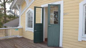 Villa Grantorp har balkonger man kan gå ut på.