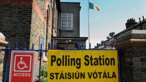 Vallokal under folkomröstnignen om en förändring av abortlagarna i Irland.