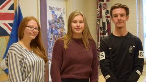 Tre studeranden på Ekenäs Gymnasium.