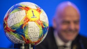 Officiella fotbollen i dam-VM 2019.