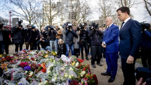 Premiärminister Mark Rutte som på tisdagen hedrade offren vid platsen för skjutningen, medger att lokalvalet kan påverkas av händelserna i Utrecht