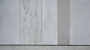 Vaasan keskussairaalan D siipi rakenteilla, seinässä taidetta
