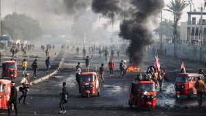 Det trehjuliga tuk tuk-taxibilarna har fungerat som ambulanser ända sedan protestvågen i Irak tog fart i oktober i fjol.