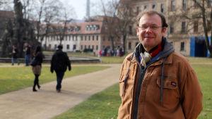 Professor Andreas Maier i slottsparken i den tyska staden Erlangen